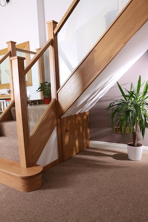 Embedded glass & oak balustrade set into a modern staircase setting